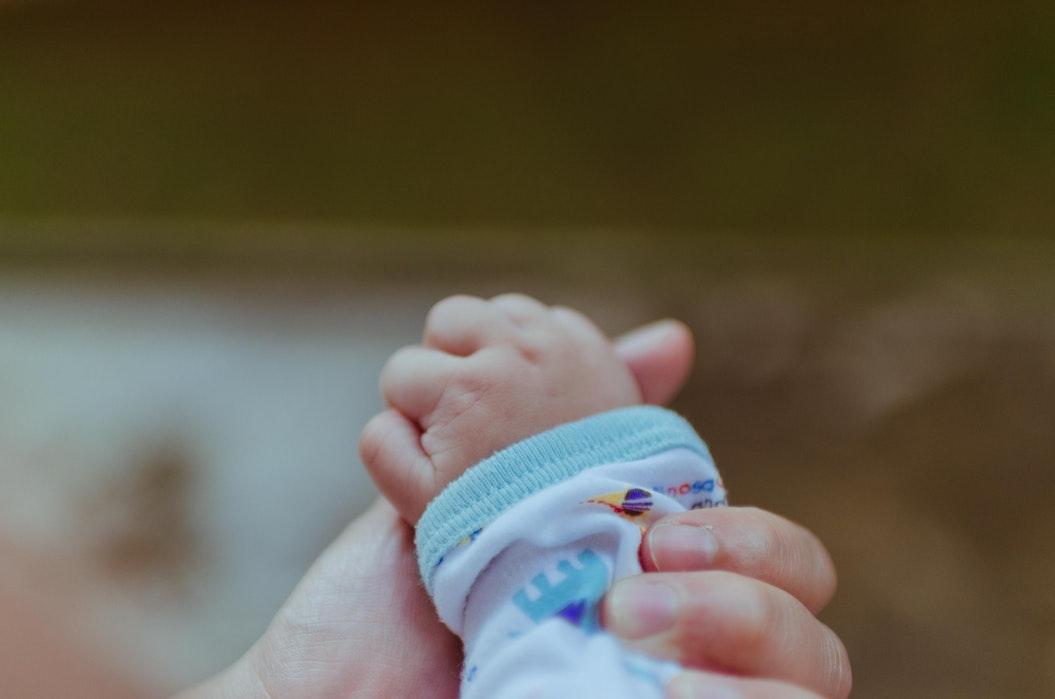 baby hand hold
